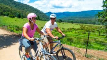Cycling along the Murray to Mountains | David Kirkland